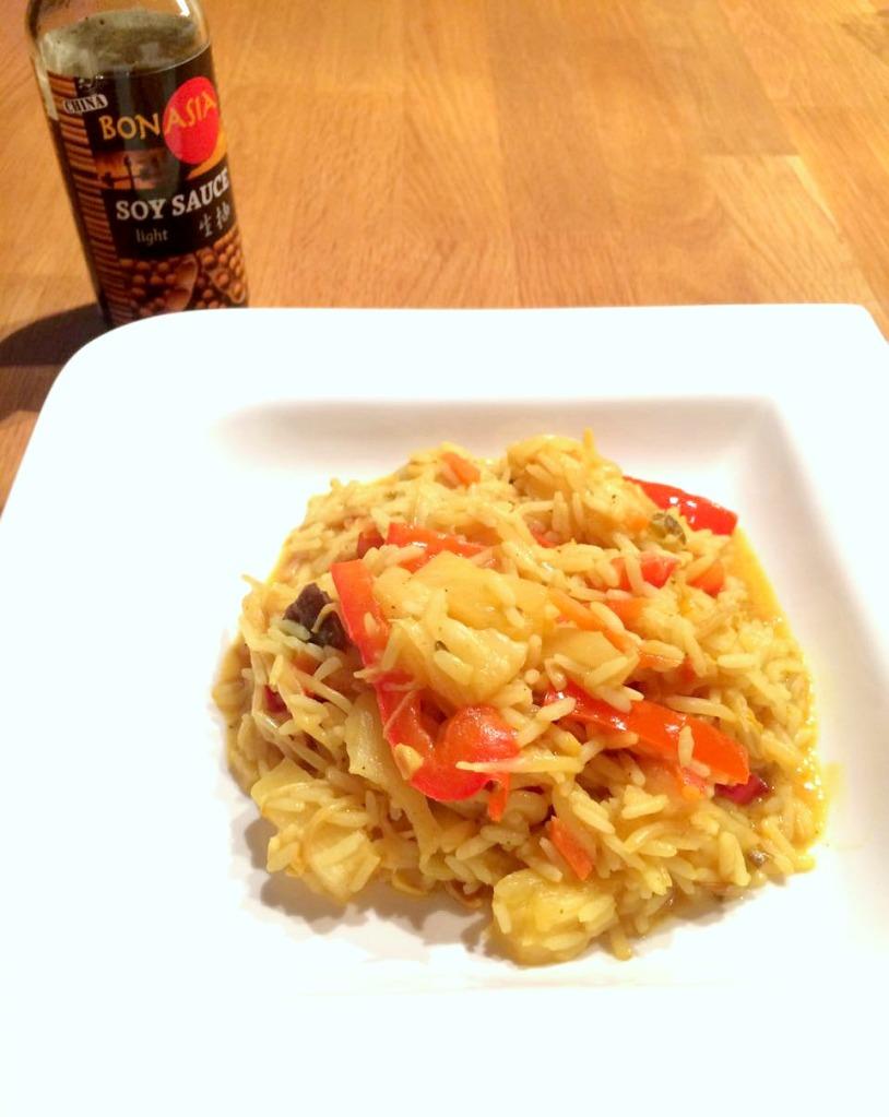 Veganes Reis-Curry bearbeitet