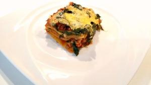 Lasagne Bolognese mit Blattspinat bearbeitet