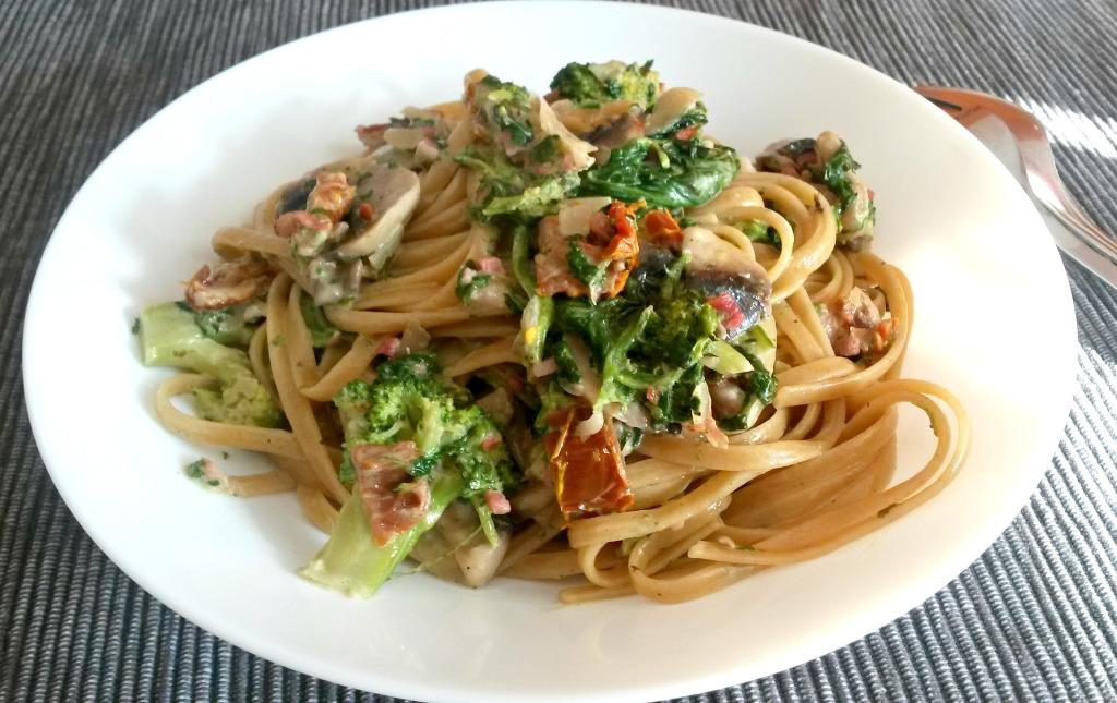 Linguine mit Gemüse-Sahnesauce bearbeitet