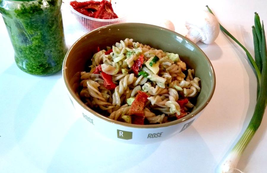 Nudelsalat mit Pesto bearbeitet
