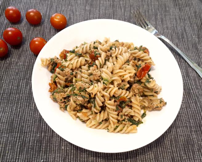 Pasta an Hackfleisch mit Spinat