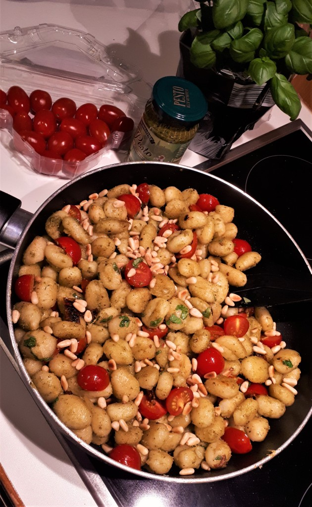 Pesto-Gnocchi Pfanne
