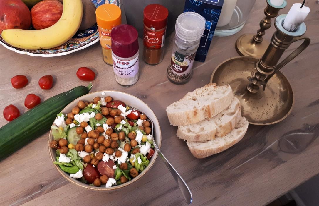 Salat mit gerösteten Kichererbsen